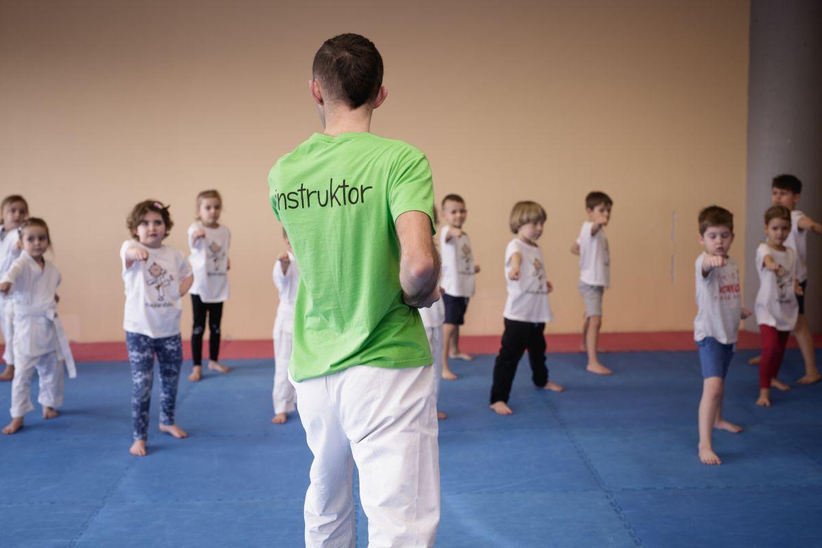 Mały Karateka początkujący - instruktor